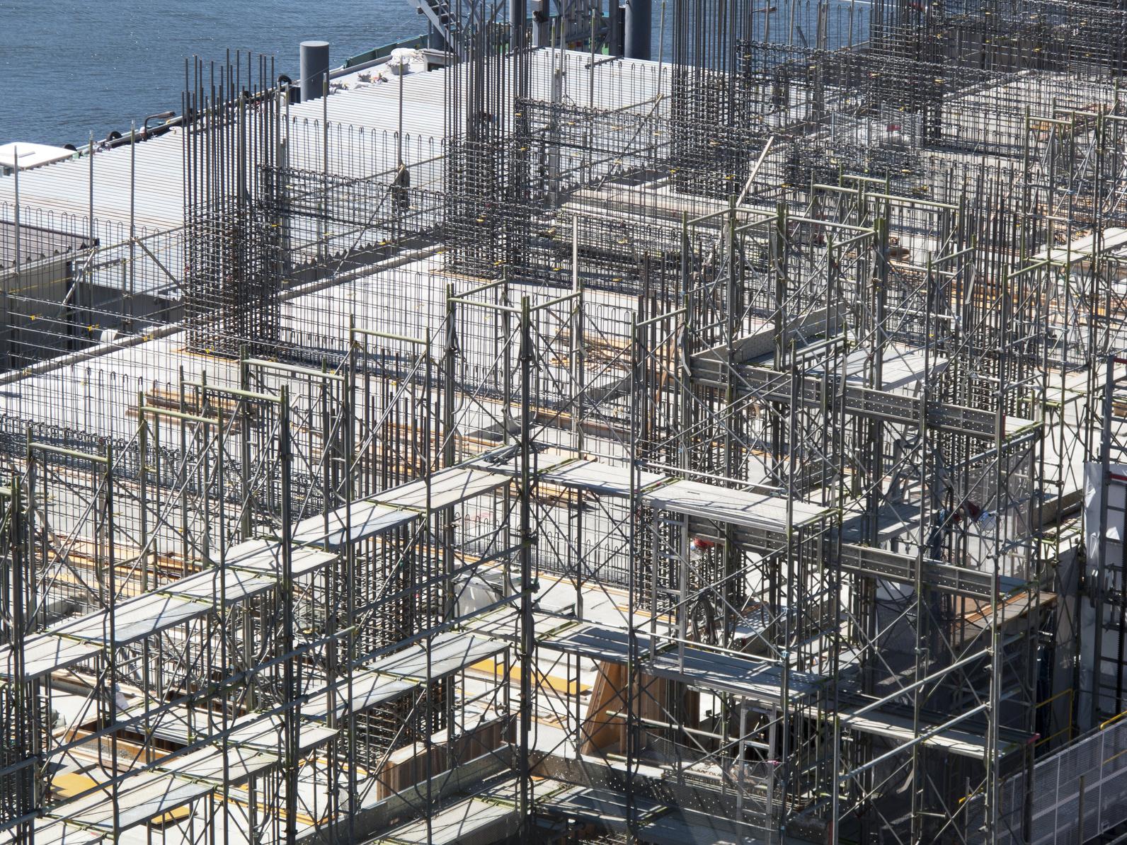 高層マンションの建設現場